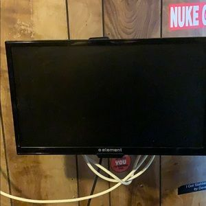 "Element 32"" flatscreen with WiFi connectivity"